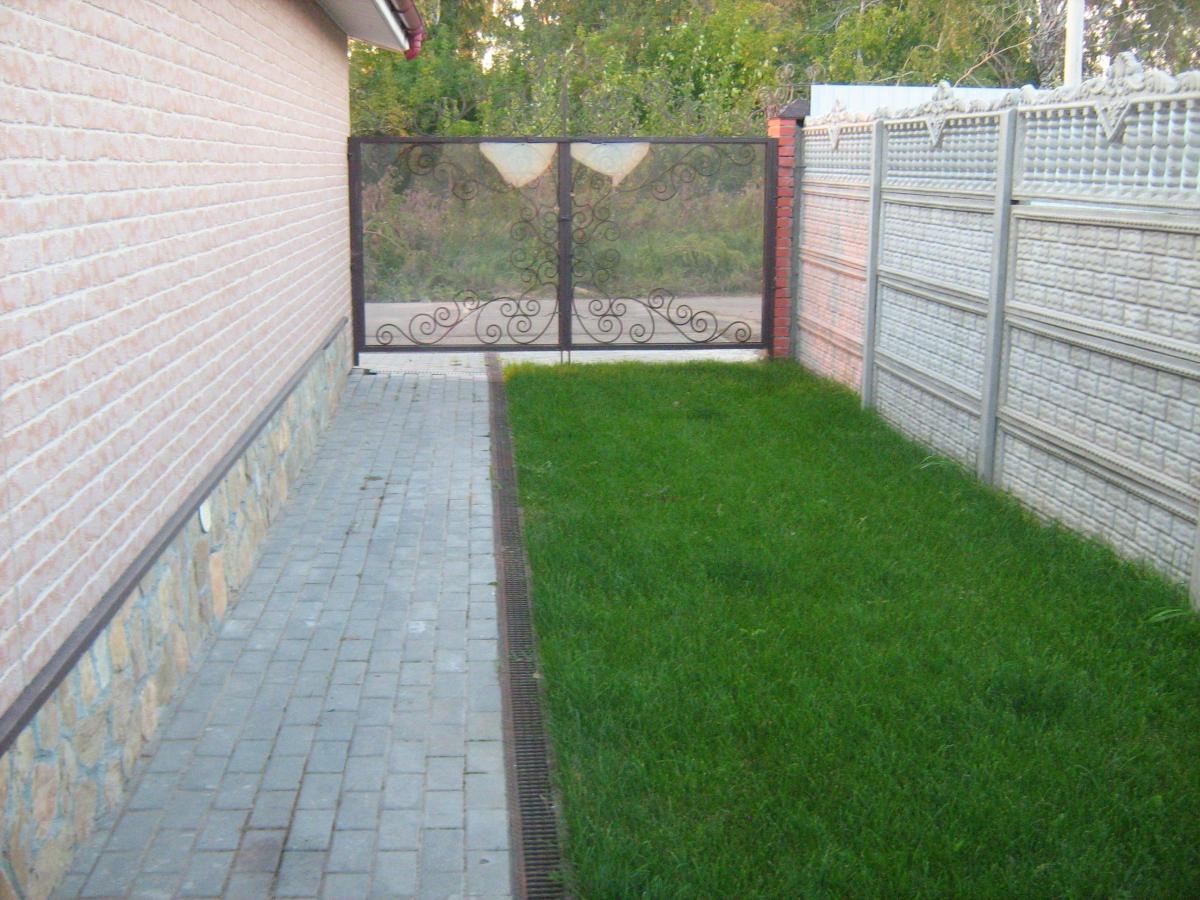 Как сделать парковку на даче из газонной решетки