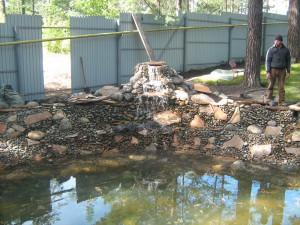 искусственные ручьи и каскады на участке